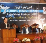 Afghan, Pakistani journalists vow not to glorify militancy